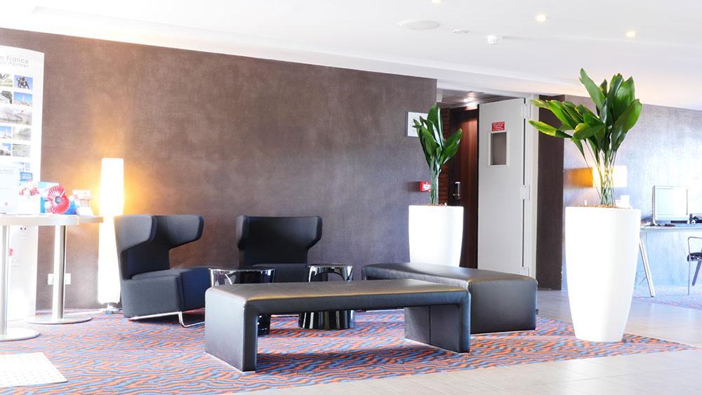 Agencer vos espaces et salle d'attente avec des plantes et mobilier - Holliday Inn