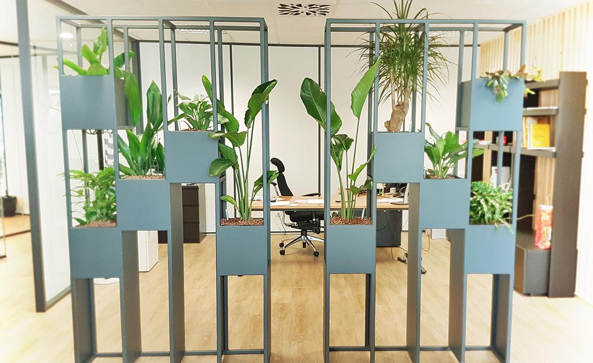 Cloisons végétalisées semi occultantes en acier réalisées sur mesure pour le CRT - Lille