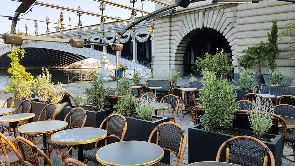 Aménagement de la terrasse du Restaurant Le Faust - Mobiler et plantes - Paris