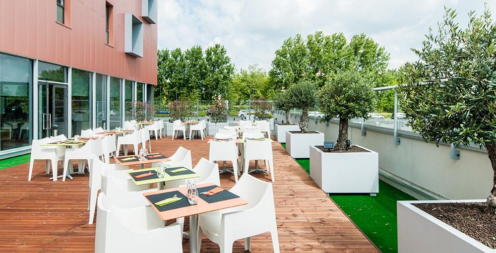 Aménagement végétal et mobilier de la Terrasse de l'Hôtel PARKINN